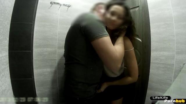 Занимаются сексом в туалете в ночном клубе клубы для мужчин волгоград
