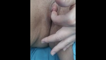 HORNY MILF PLAYS WITH HER CLIT