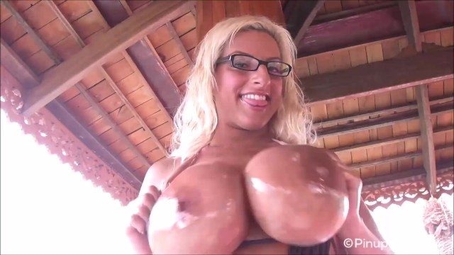 Taylor stevens big boob blog Busty taylor stevens oils up her beautiful tan tits for you