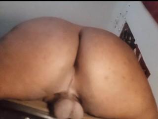 Chubby slow mo twerking...