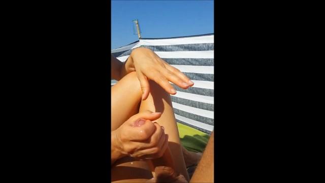 Greek fun sex Greek wife blowjob on public beach ελληνίδα κάνει πίπα σε παραλία