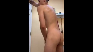 Teen disrobes, jerks off and shows ass