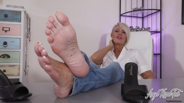 your BBC Belongs To These Feet - Nikki Ashton