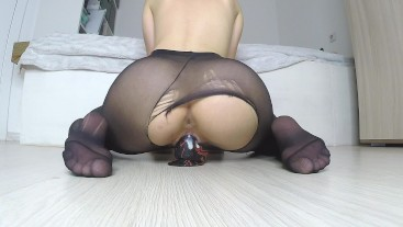 TEEN GIRL RIPPING HER PANTYHOSE TO RIDE A DILDO