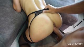 Сексуальная Блондинка в черных чулках оседлала толстый хуй