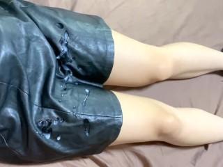 着衣手コキでレザースカートに射精 cum onto leather skirt