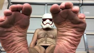 Stormtrooper Wants U 2 Jerk Off 2 His Feet & Toes Wiggling