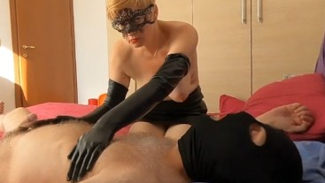 Milf in long gloves makes kinky handjob and made guy cum hands free. VR