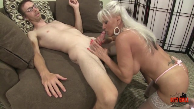 Even free getting xxx Mature milf cannot get enough young cock