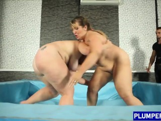 Chunky blonde model banged after wrestling