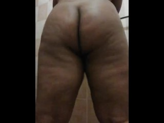 Hot and horny thick shake tease...