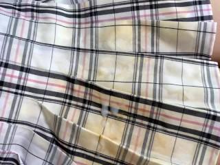精液で変色したスカートを着せて手コキしてもらった cum onto semen stain skirt