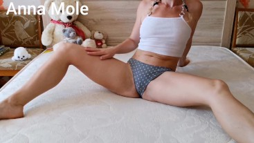 Stepsister with a perfect body caresses her pussy with a rubber dick. (1)
