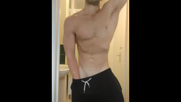 Natural muscle hunk posing in the morning