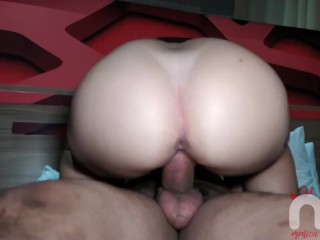 I found out that my mason had a huge dick and I ended up giving my ass and getting full of cum.