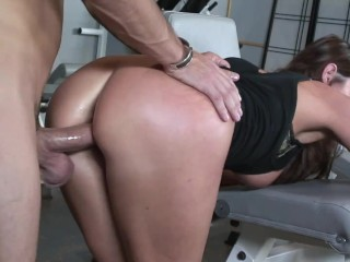 Young cheating wife her hairy pussy licked and...