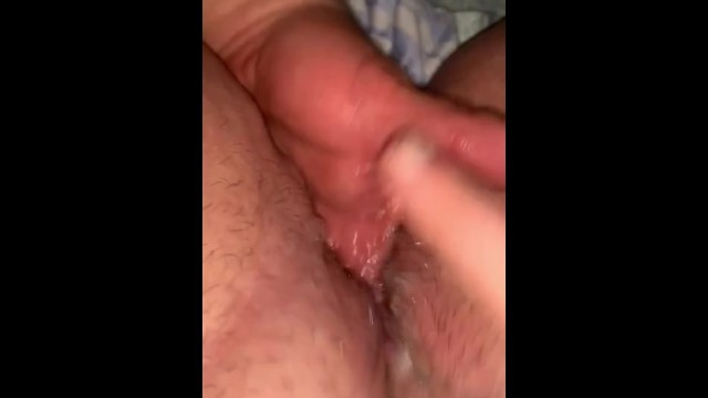Fingering till she squirts 4