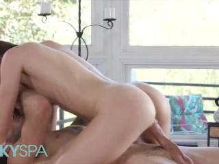 KinkySpa – Stunning Babe Gianna Gem Gets Oiled Up & Enjoys Erotic Massage