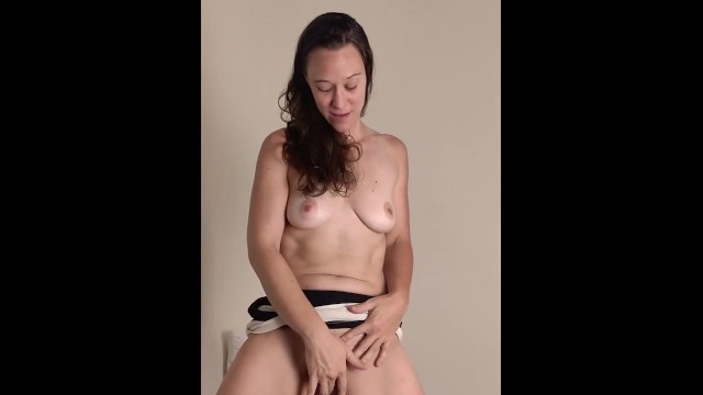 Big Ass;Masturbation;Role Play;French;Exclusive;Verified Amateurs;Solo Female;Female Orgasm masturbate, butt, joi-francais, french-joi, waitress, instruction-francais, french-serveuse, fantasme-french, masturbation