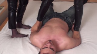 nylon aunt and niece trample richie on bed