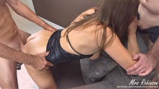 Hotwife keeps Squirting and Coming in Wifesharing Threesome