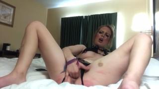 Sexy Milf Finger Fuck (clip)