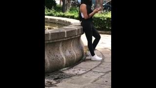 SEXO por DINERO,MEXICANA 19Años Está ESPERANDO a su NOVIO y le DOY DINERO para COGER, PUBLICO,Parte1