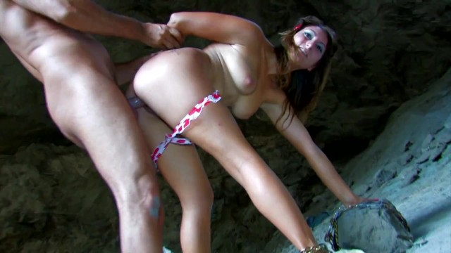 Bubble Butt Teen With Big Tits And Tight Pussy Gets On The Beach 18