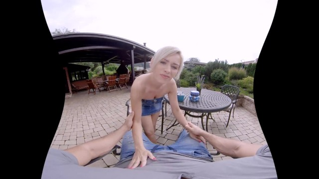 Holiday Sex Adventure with Hot MILF in VR 8