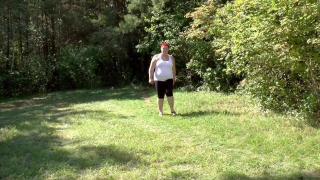 zwei Lesben strippen und pinkeln Outdoor 9