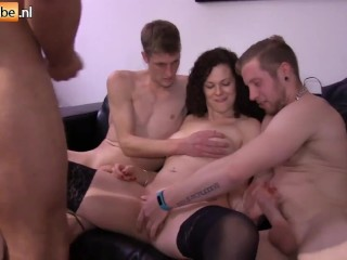Mature tits uses a pussy pump and...