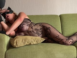 Catwoman makes great blowjob with deepthroat and nig...