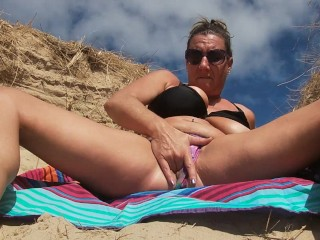 Real wife squirting licks up all her creamy...
