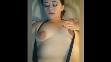 WATCH THIS SEXY MILF PLAY WITH HER WET PUSSY