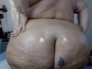 Vickys oily clapping ass...