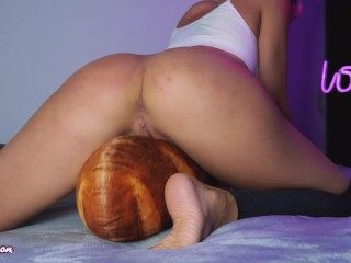 Humping on pillow and shaking and fucking pussy...