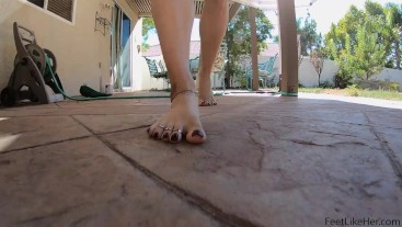 Sexy Feet Walking Outside ( Slomo )