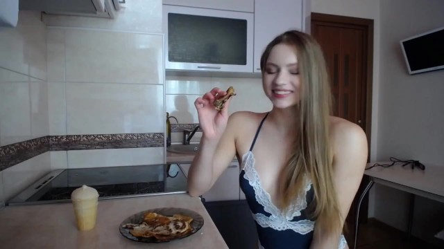 Mia cookes pancakes for the first time and shows tits 44