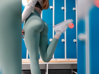 Perfect Ass Fitness Model In Leggings Goes For Risky Public Orgasm At The Gym - DLE
