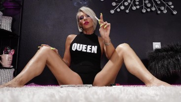 Your Queen Smoking VS120 - Nikki Ashton