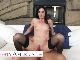 Naughty America – India Summer's husband cheated on her, so she invites her personal trainer over