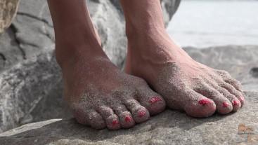 Beach Voyeur - Close Up Dirty Feet
