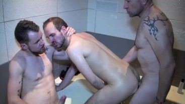 1939 Slut fucked by me and WIKIK in public jacuzzy !! SO HOT