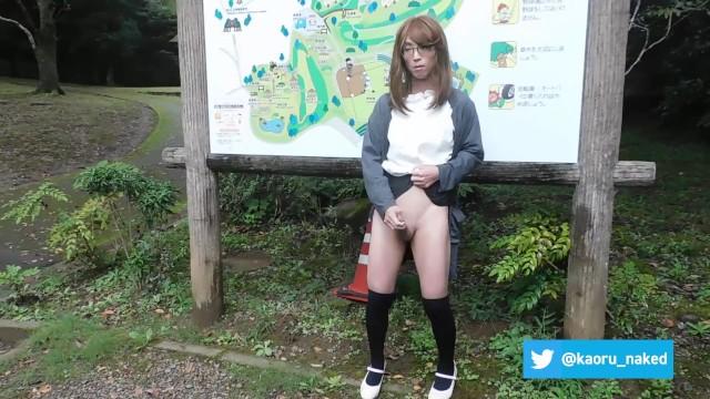女装男子 公園のトイレ前で、オナニーしました。 13