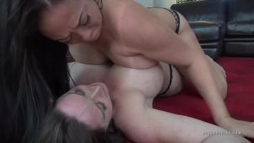 Tit Fight Christina Carter VS Nyssa Nevers