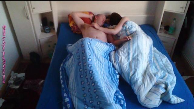 Teen Perky Brüste gefickt