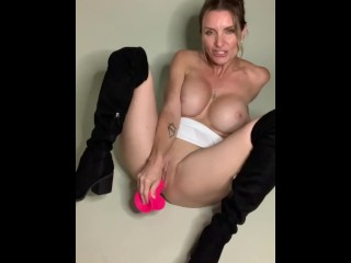 Amateur MILF Tera Vee Fucks Her Tiny Pussy with a Giant Dildo