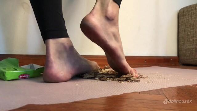 Milf feet licking