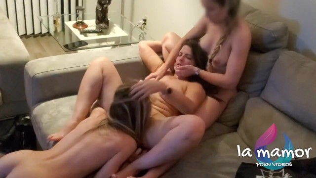 Eating a Mexican MILF pussy during a lesbian threesome