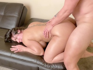 Big ass Milf gets her Meaty Pussy Creampied after a Hard Pounding.